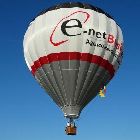 Publicité aérienne sur une montgolfière